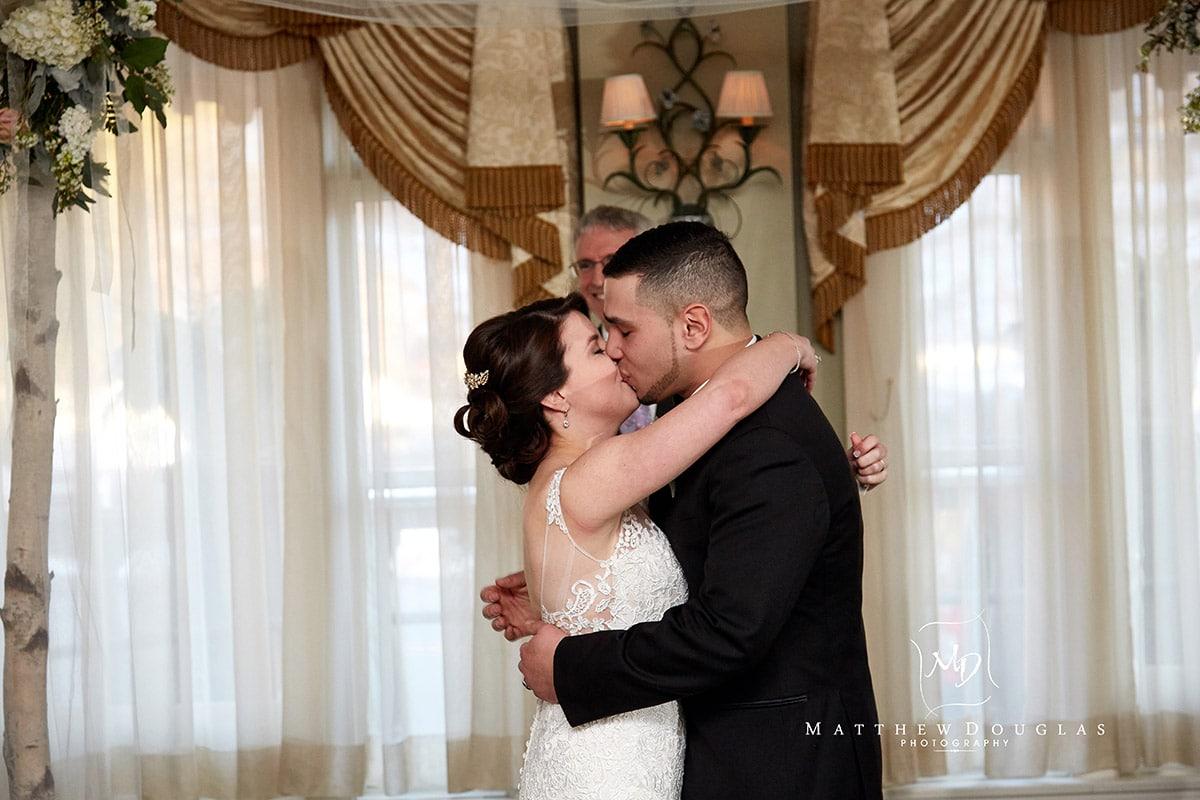 winter-wedding-at-the-bernards-inn-11