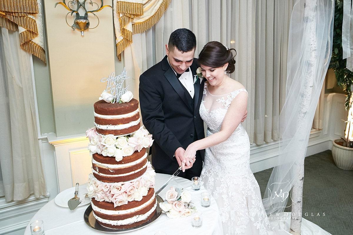 winter-wedding-at-the-bernards-inn-23