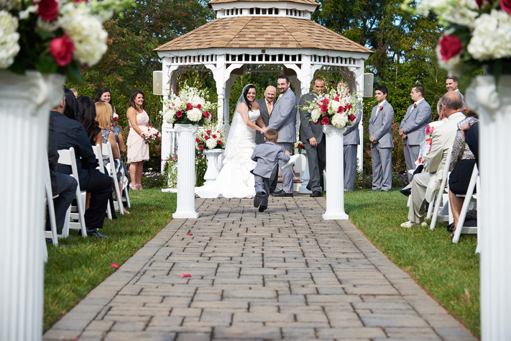 farmhouse grand colonial wedding funny ring bearer photo