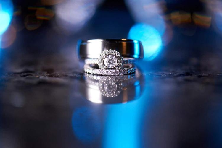 wedding rings bokeh photo