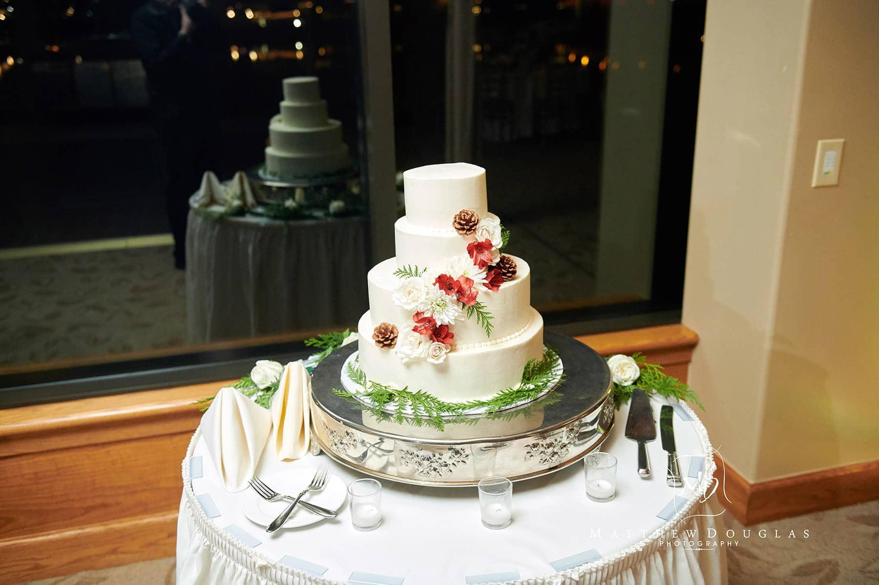 lambertville station inn wedding cake photo
