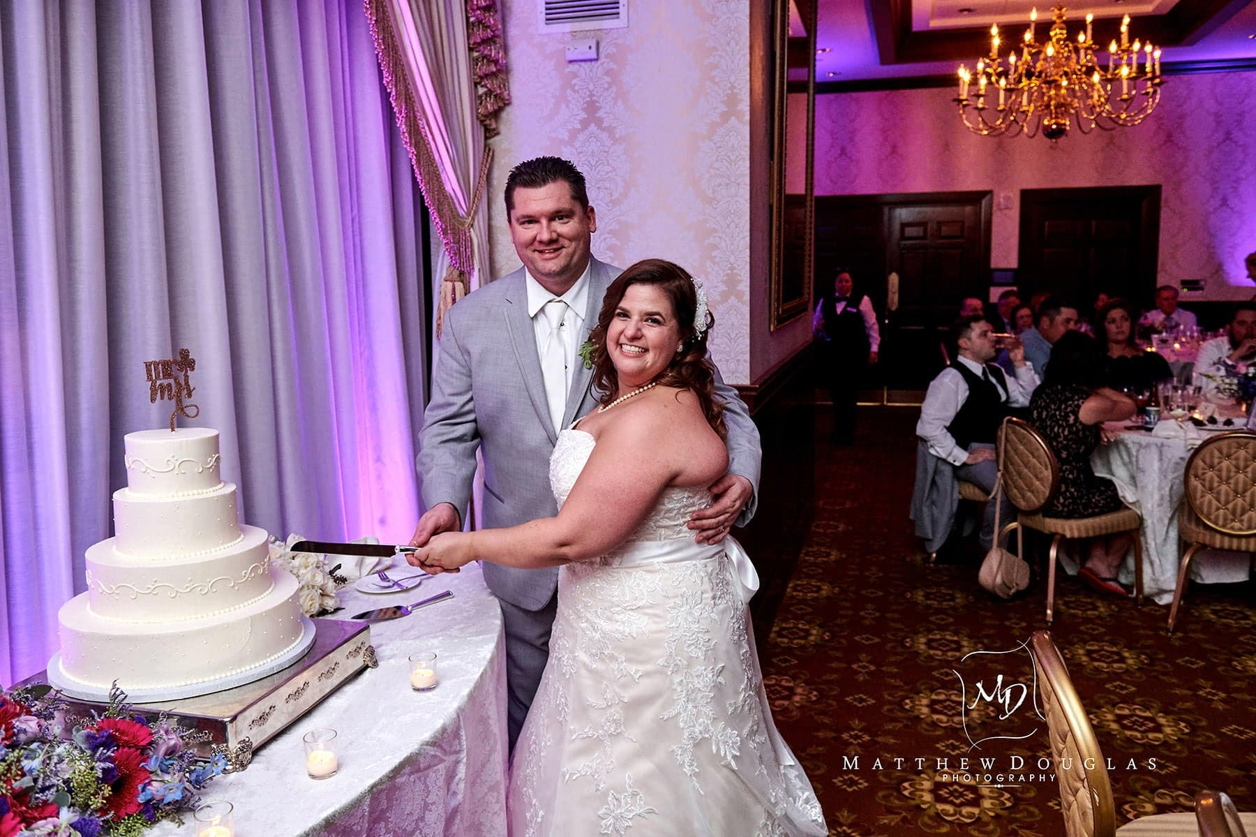 Nassau Inn wedding cake cutting photo