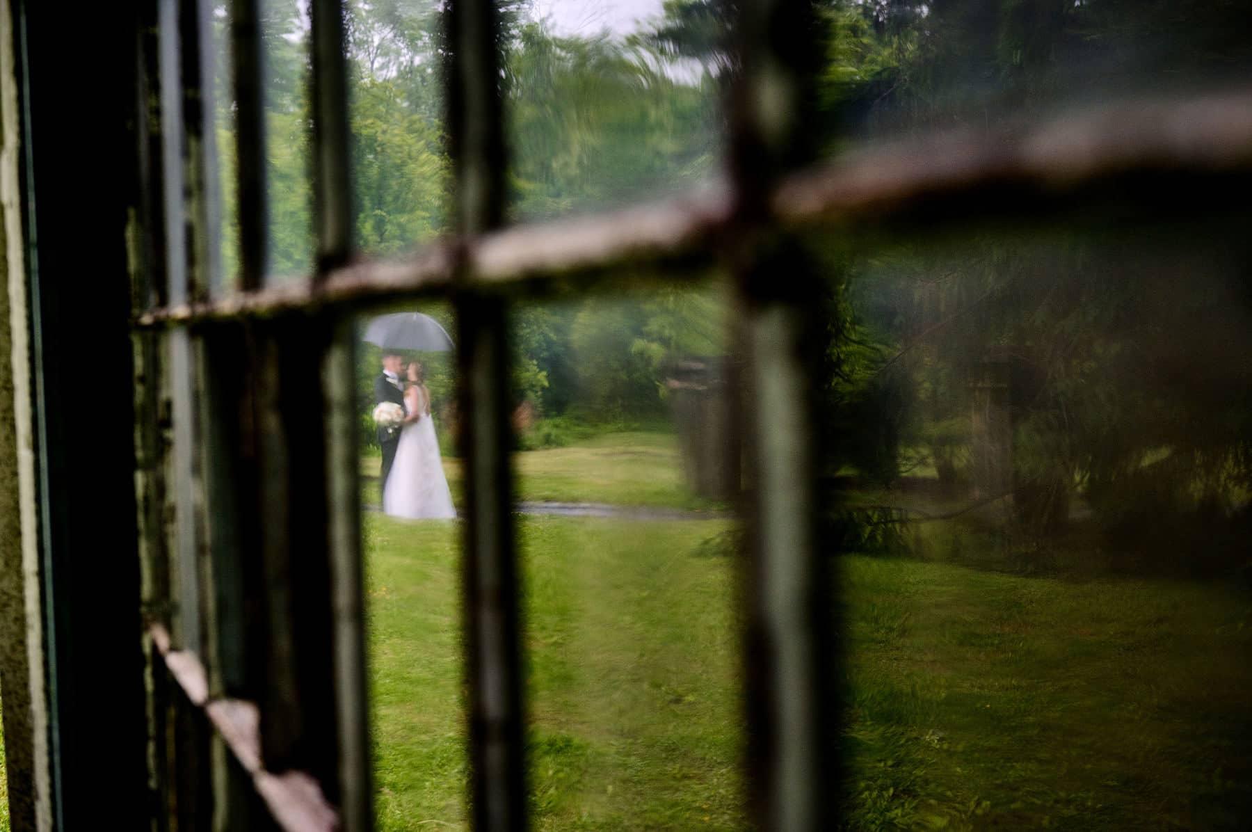colonial park wedding photo